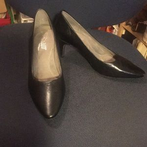 Aerosols Exquisite Black Patent Leather Pumps